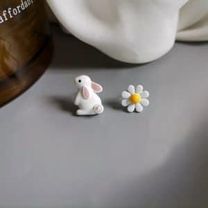 Boucles d'oreilles lapin et sa fleur vintage en métal