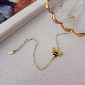 Bracelet plaqué or avec pendentif en forme d'abeille
